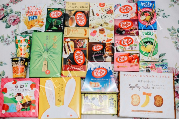 Snacks heaven!! I hope i won't get as fat after i finished all of these LOL. Mostly i collect kitkat, pocky, tokyo banana, and some other snacks. I can't post all of my snacks, but yeah, this is the rough pics :p